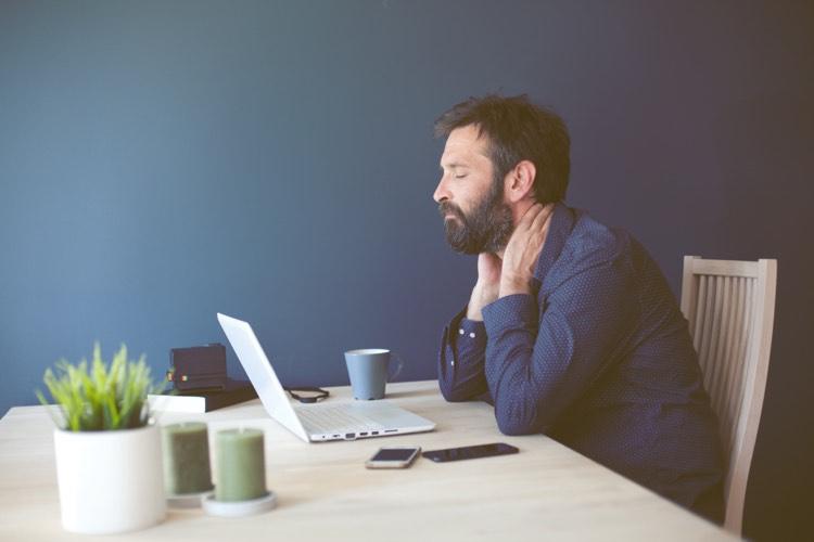 Man getting Online-psychopharmacology